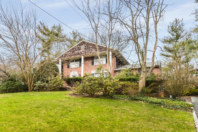 独户住宅 为 销售 在 Colonial Scudders Ln 罗斯林港, 纽约州 11576 美国
