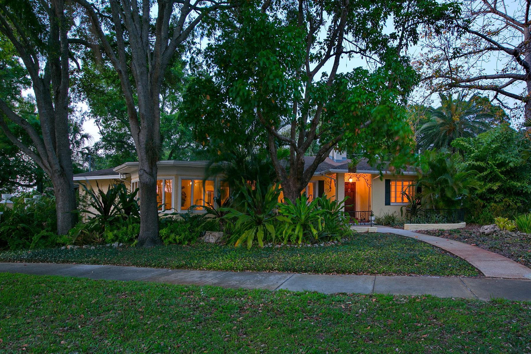 단독 가정 주택 용 매매 에 INDIAN BEACH 621 Beverly Dr Sarasota, 플로리다 34234 미국
