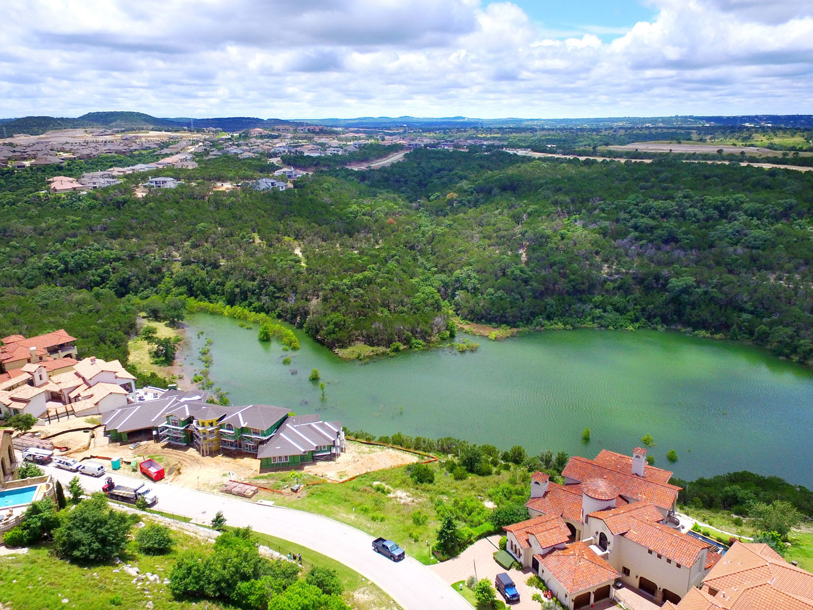Additional photo for property listing at Prettiest Street in Rough Hollow 215 Canyon Turn Trl Austin, Texas 78734 United States