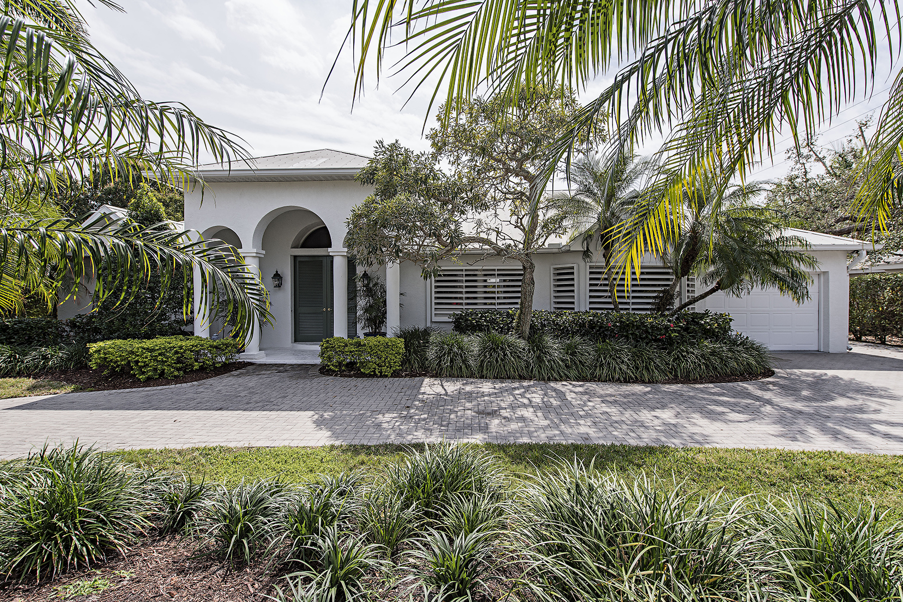 Single Family Home for Sale at OLDE NAPLES - GOLF DRIVE ESTATES 506 S Golf Dr Naples, Florida, 34102 United States