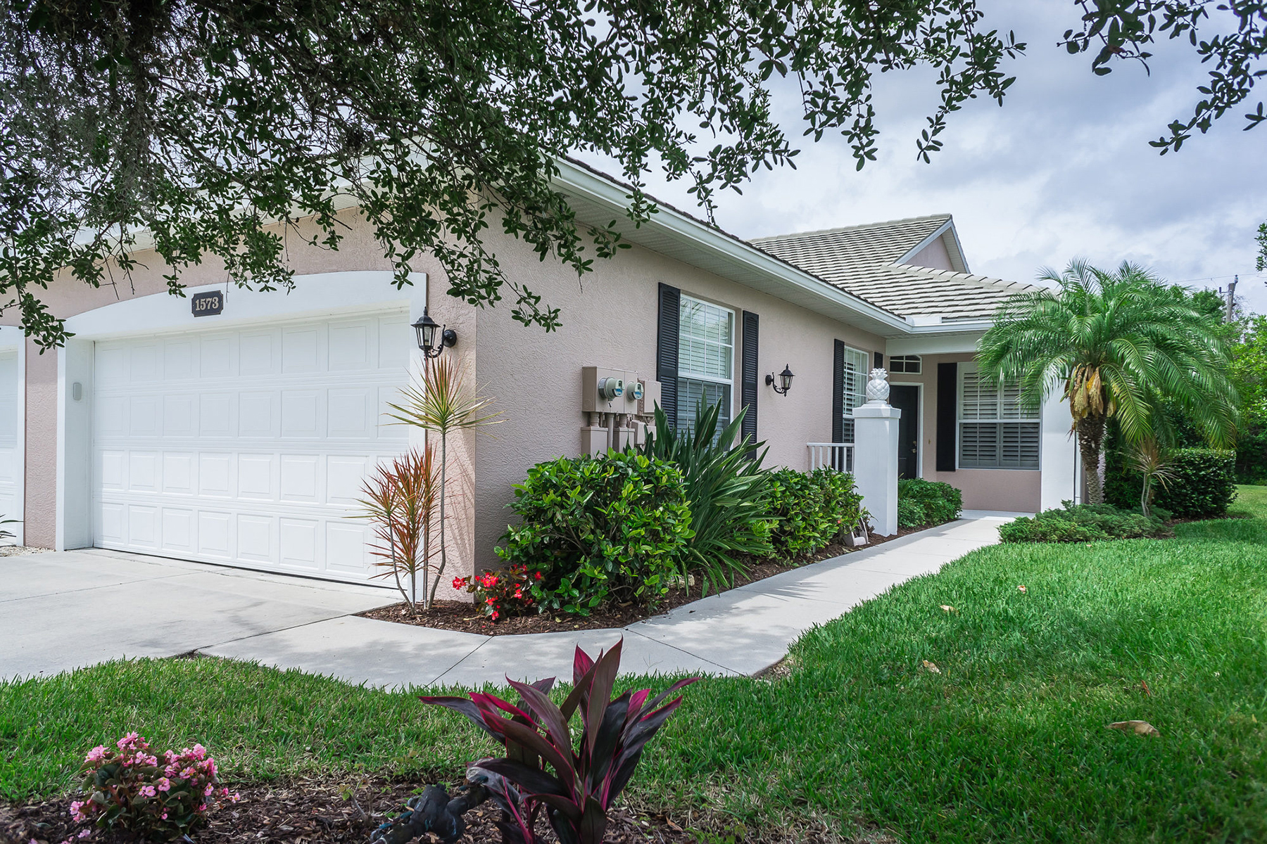 Townhouse for Sale at PLANTATION GOLF & COUNTRY CLUB 1573 Monarch Dr 1573 Venice, Florida, 34293 United States