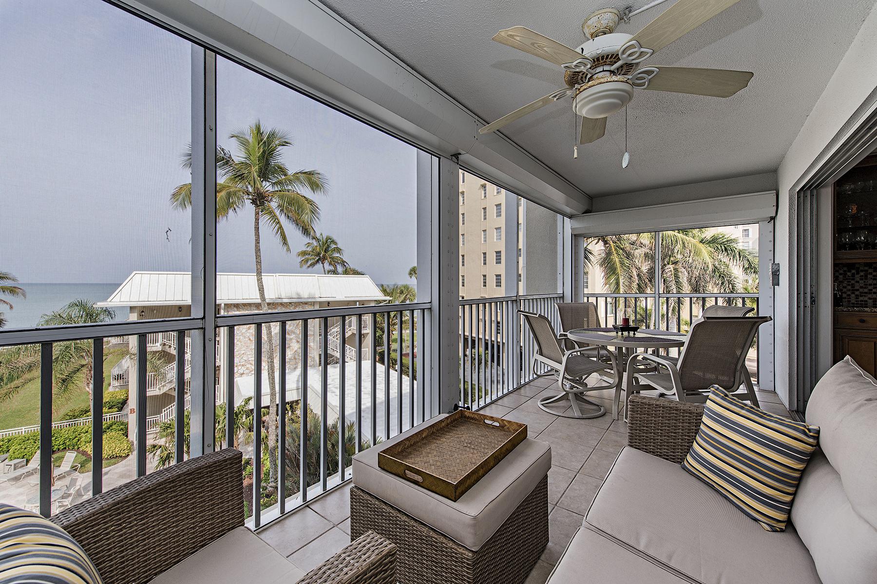 콘도미니엄 용 매매 에 Moorings 2875 Gulf Shore Blvd N 406 Naples, 플로리다, 34103 미국