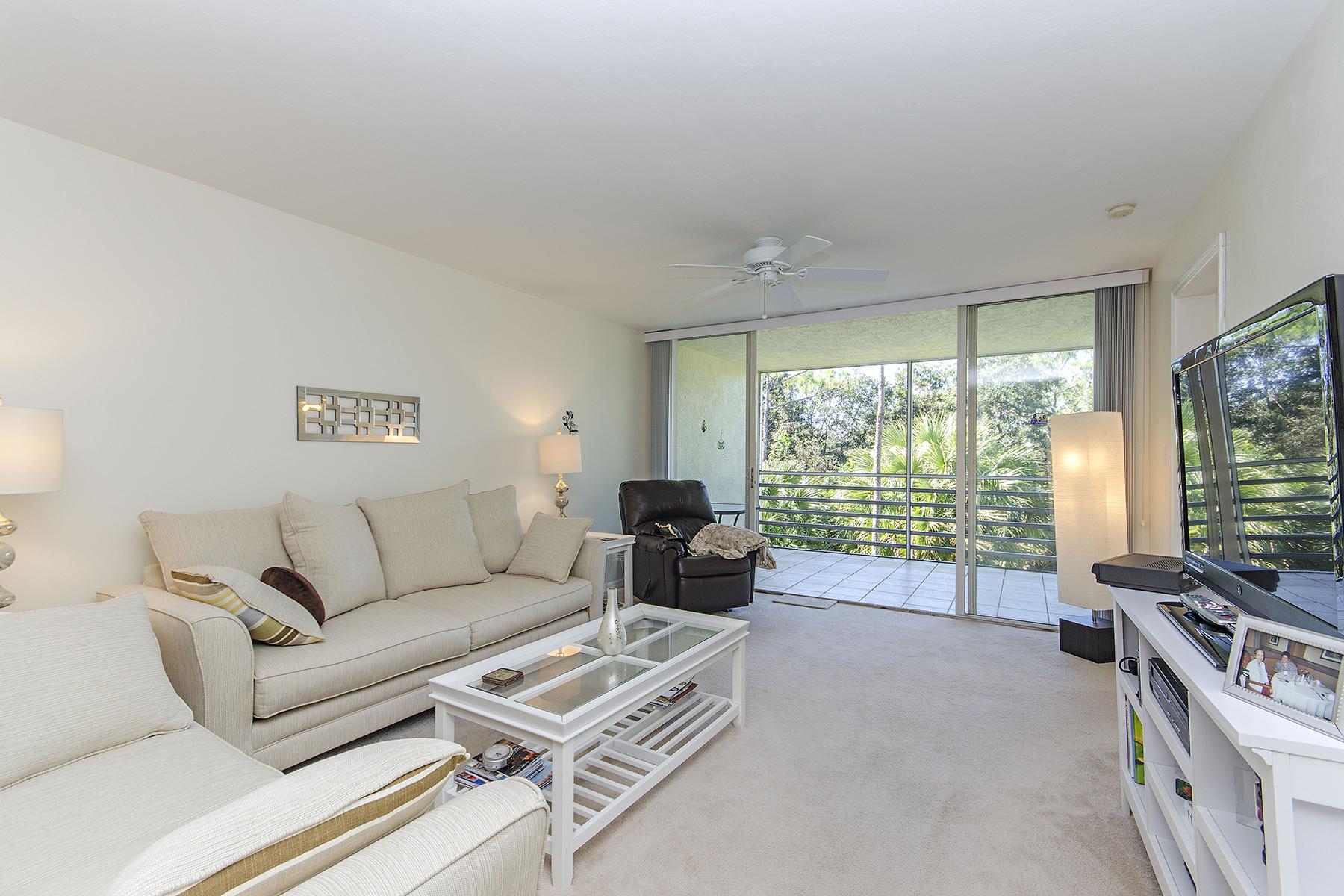 Nhà chung cư vì Bán tại 15171 Cedarwood Ln , 3205, Naples, FL 34110 15171 Cedarwood Ln 3205 Naples, Florida, 34110 Hoa Kỳ