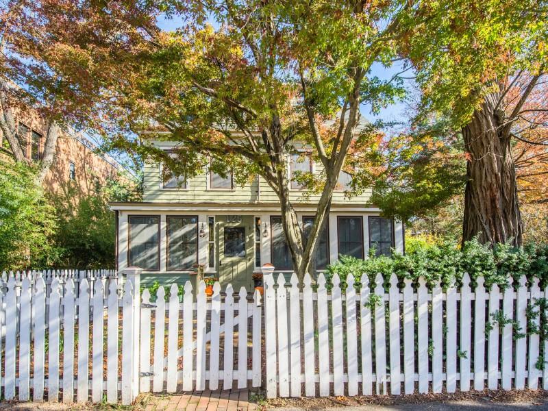 独户住宅 为 销售 在 Colonial 125 Main Ave 海蚀崖, 纽约州 11579 美国
