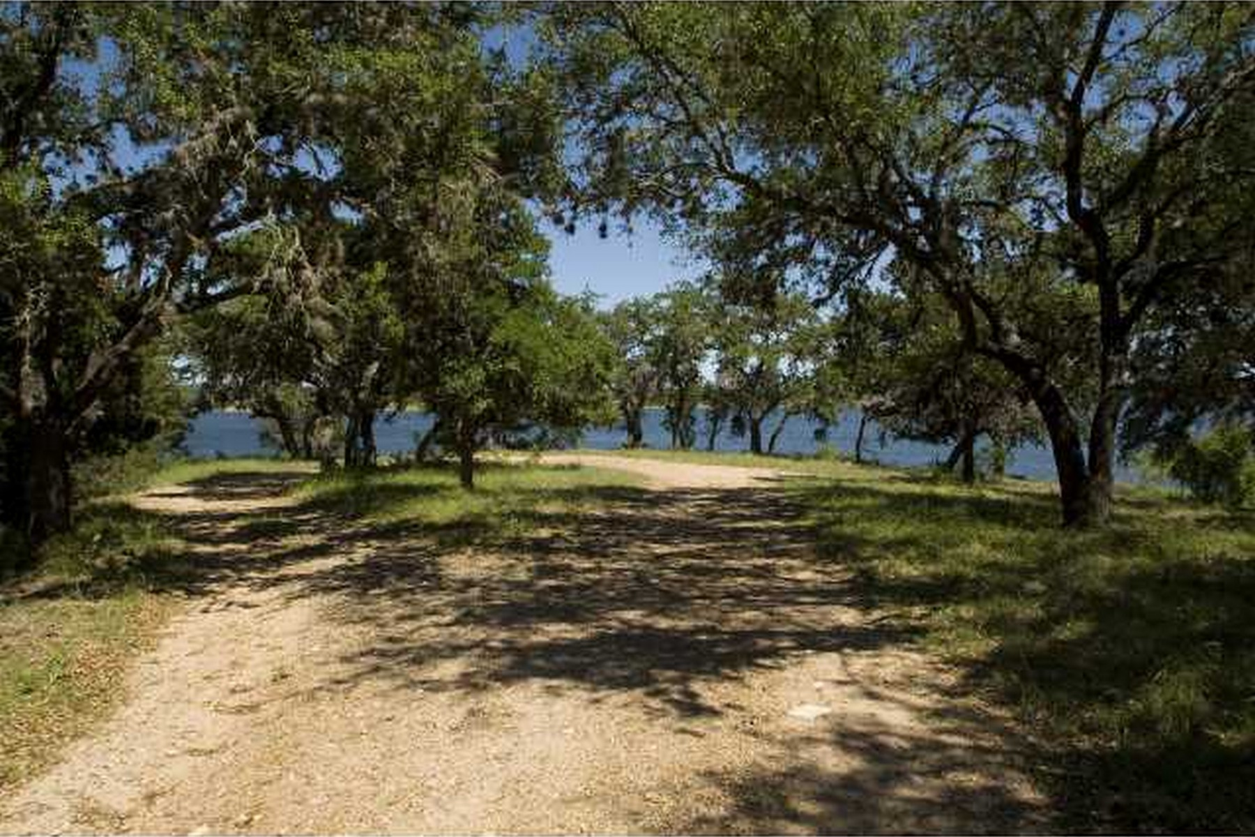 Additional photo for property listing at Lake Travis Waterfront 800 Turkey Tree Rd Spicewood, Texas 78669 Estados Unidos
