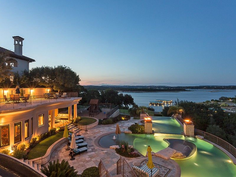Moradia para Venda às Crown Jewel of Lake Travis 219 Bella Riva Dr Austin, Texas 78734 Estados Unidos