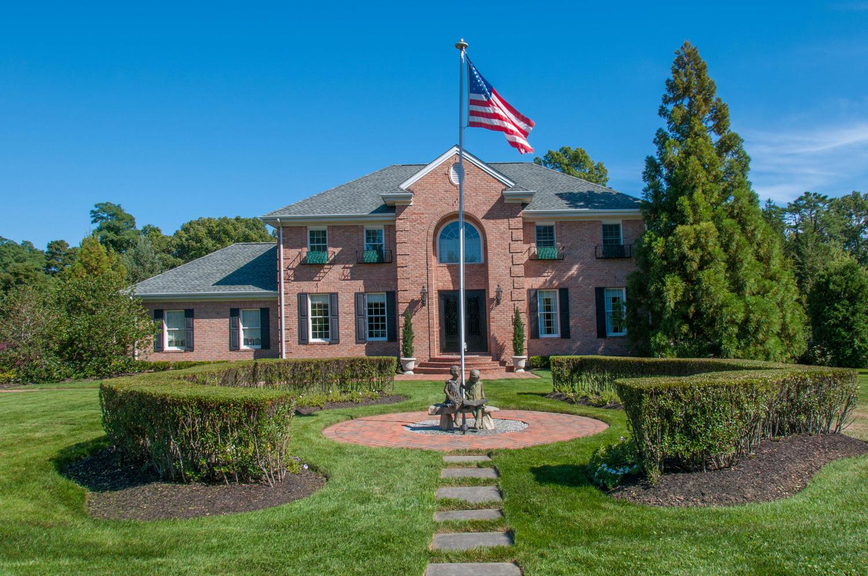 단독 가정 주택 용 매매 에 Colonial 7 Chester Ct Huntington, 뉴욕, 11743 미국