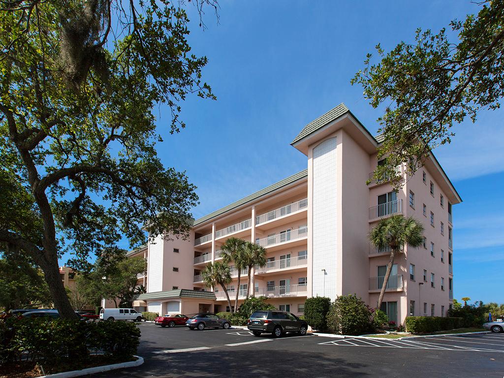 콘도미니엄 용 매매 에 BAY TREE CLUB 8630 Midnight Pass Rd 103A Sarasota, 플로리다 34242 미국