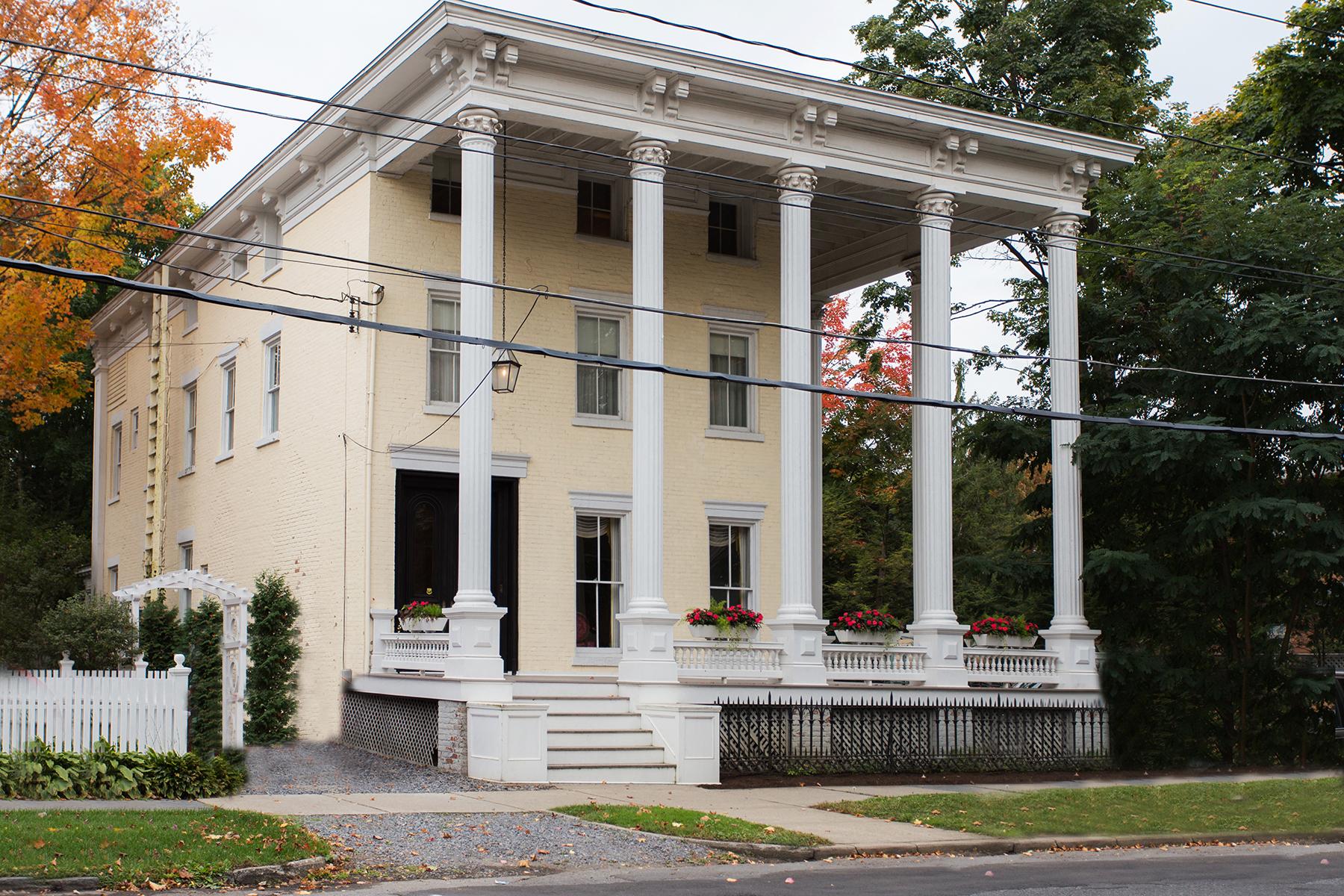 Einfamilienhaus für Verkauf beim Classic Downtown Charm 108 Circular St Saratoga Springs, New York 12866 Vereinigte Staaten
