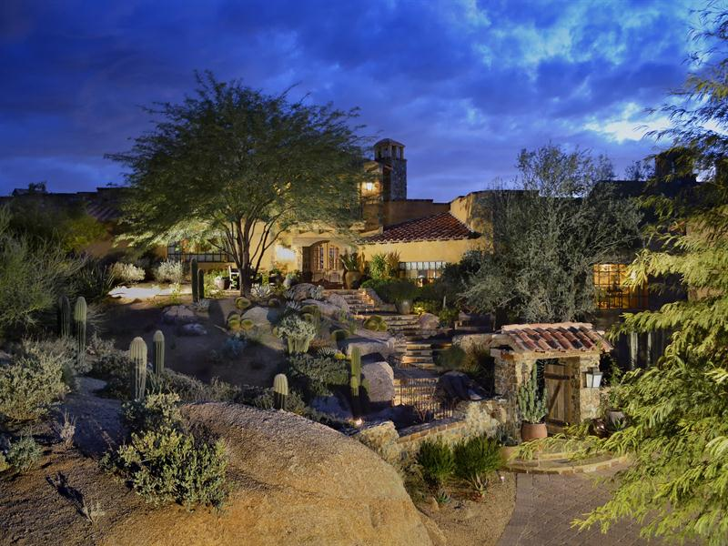 独户住宅 为 销售 在 Grand Elegant Estate in World Renowned Estancia 27950 N 103rd Place Scottsdale, 亚利桑那州 85262 美国