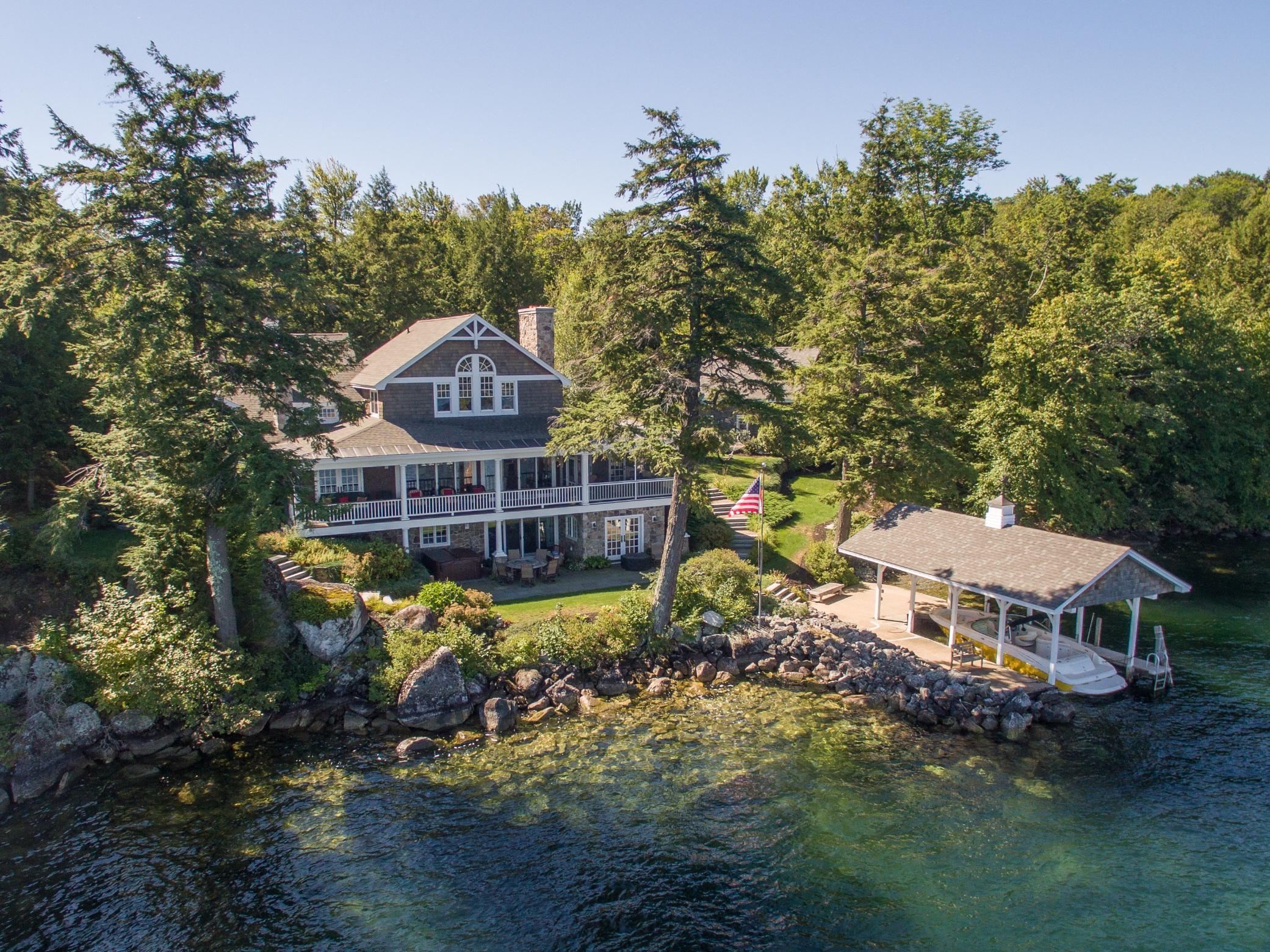Maison unifamiliale pour l Vente à 280 Woodlands Road, Alton 280 Woodlands Rd Alton, New Hampshire, 03810 États-Unis