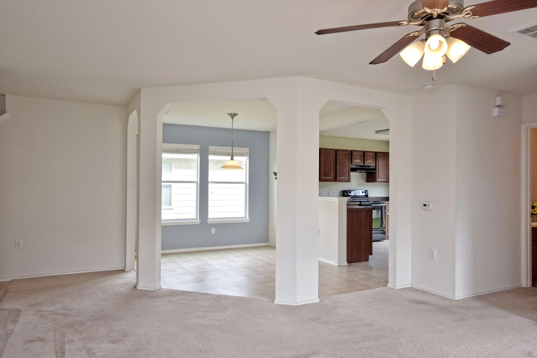 Additional photo for property listing at Affordable 2 Story Home with Convenient Location 5716 Elk Xing Austin, Texas 78724 Estados Unidos