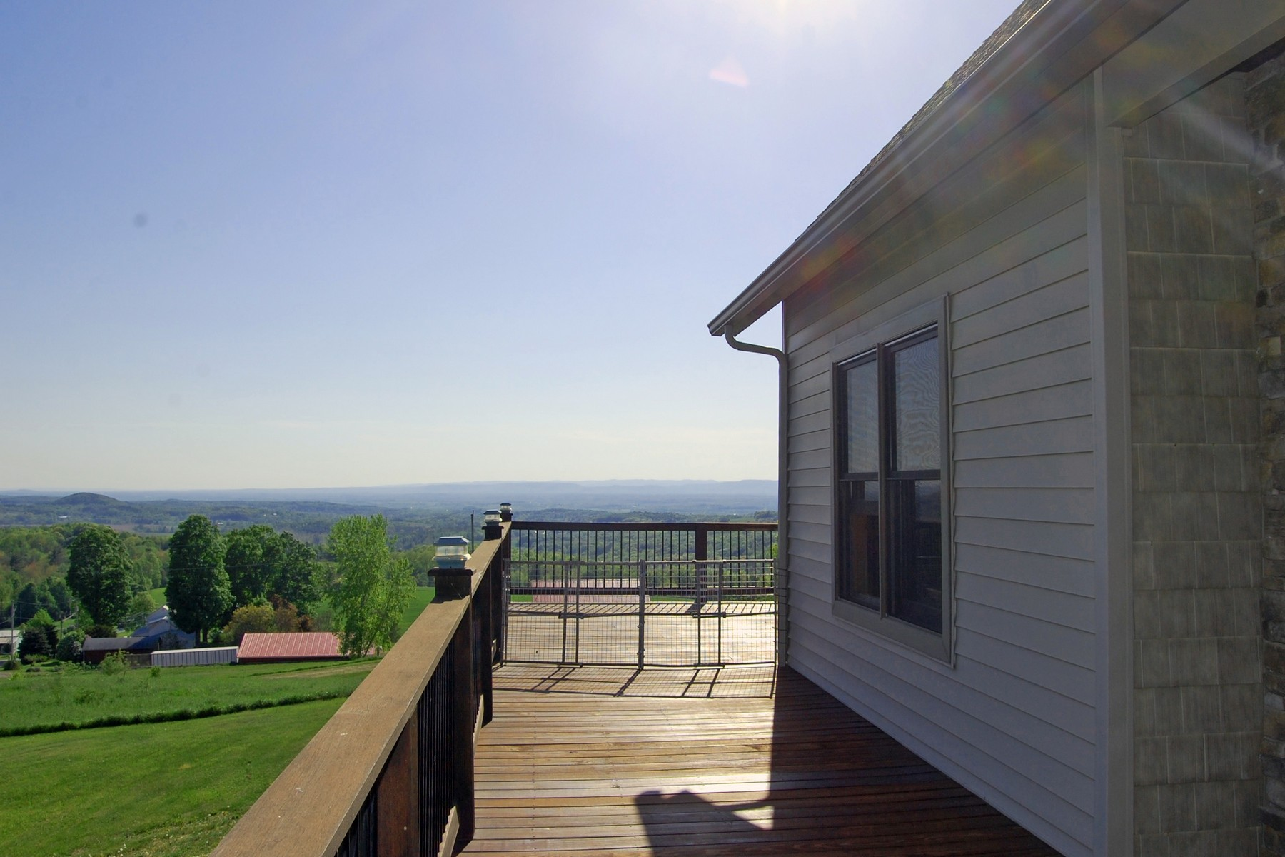 Additional photo for property listing at Breathtaking Home With View of Surrounding Hilltop 163  Pope Hill Rd Argyle, Nueva York 12809 Estados Unidos