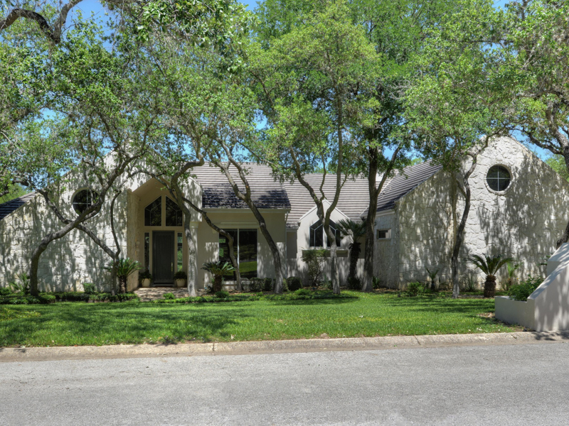 Single Family Home for Sale at Lovely Home in Elm Creek 11743 Elmscourt Elm Creek, San Antonio, Texas 78230 United States