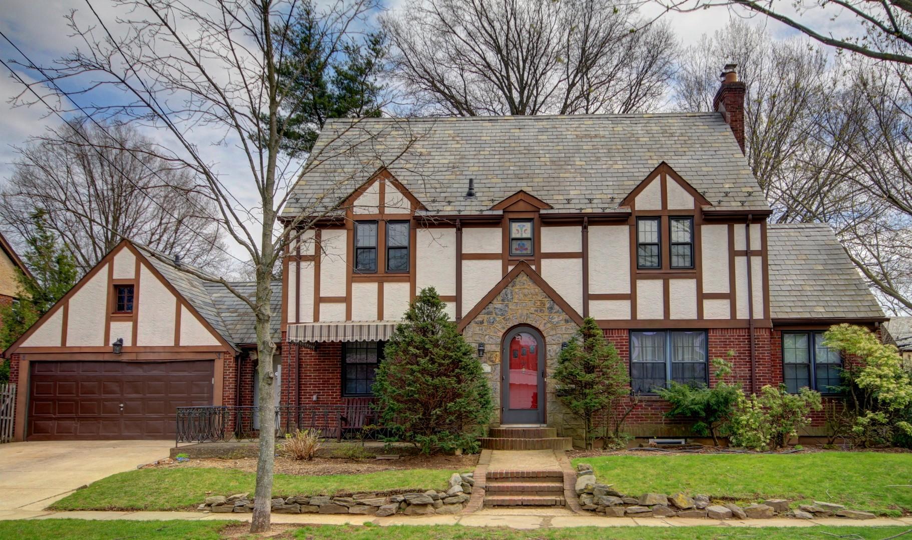 獨棟家庭住宅 為 出售 在 Tudor 151 W Poplar St Floral Park, 紐約州, 11001 美國