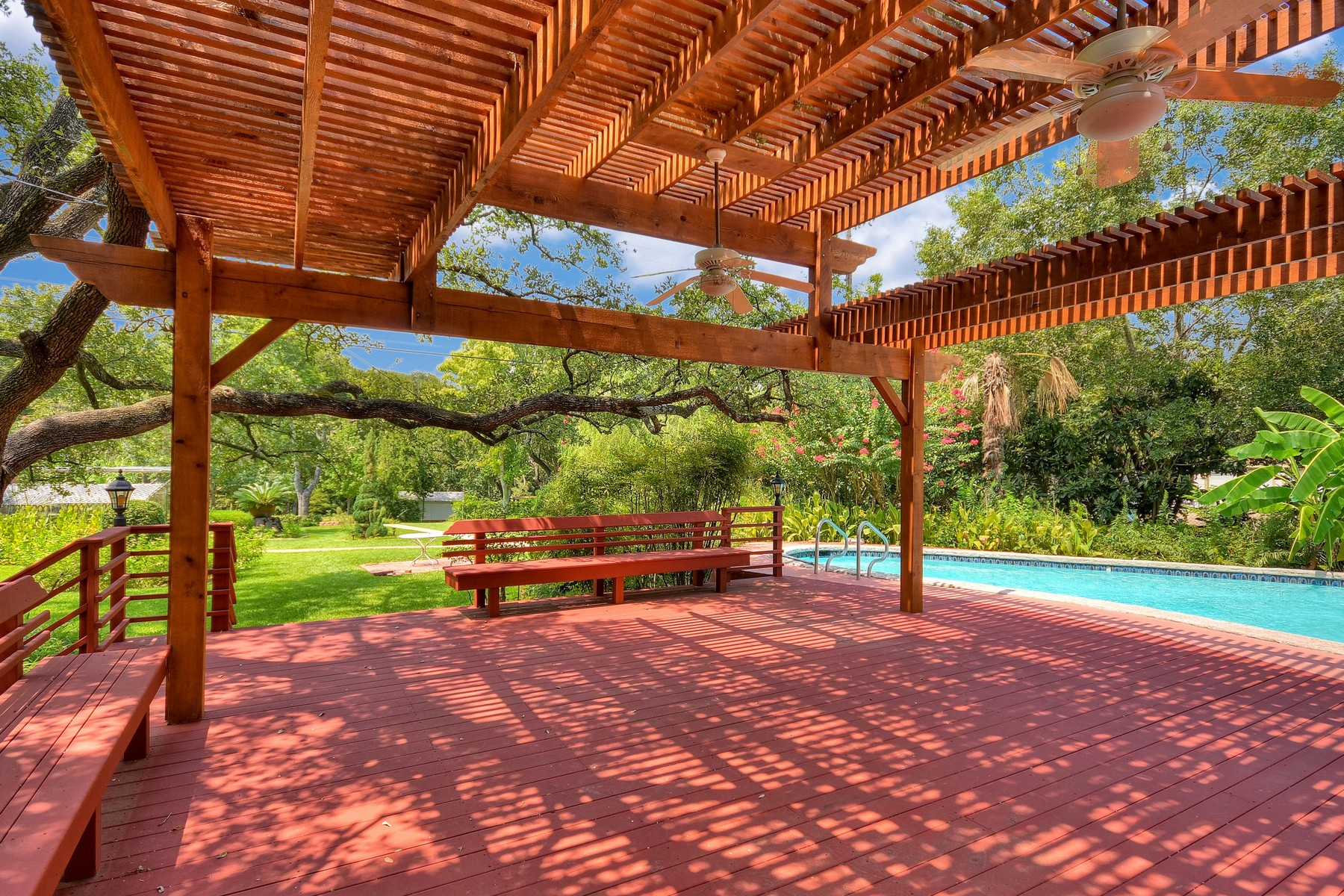 Additional photo for property listing at Enchanting Property Overlooking Shoal Creek 5402 Shoal Creek Blvd Austin, Texas 78756 Estados Unidos