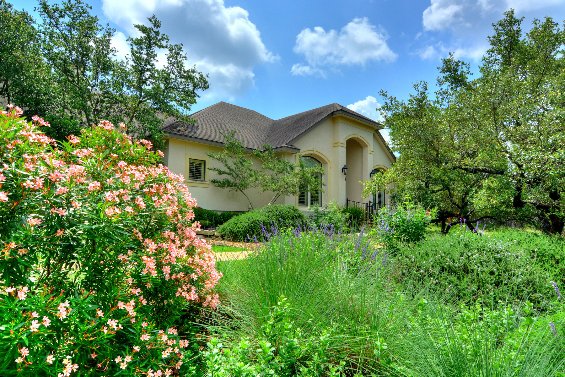 Additional photo for property listing at Transitional Gem in Windermere 8012 Windermere Dr Fair Oaks Ranch, Texas 78015 Estados Unidos