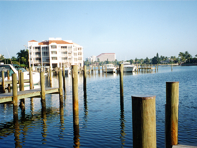 Autre Bien Résidentiel pour l Vente à 4090 Gulf Shore Blvd N, Naples, FL 34103 4090 Gulf Shore Blvd N Naples, Florida 34103 États-Unis