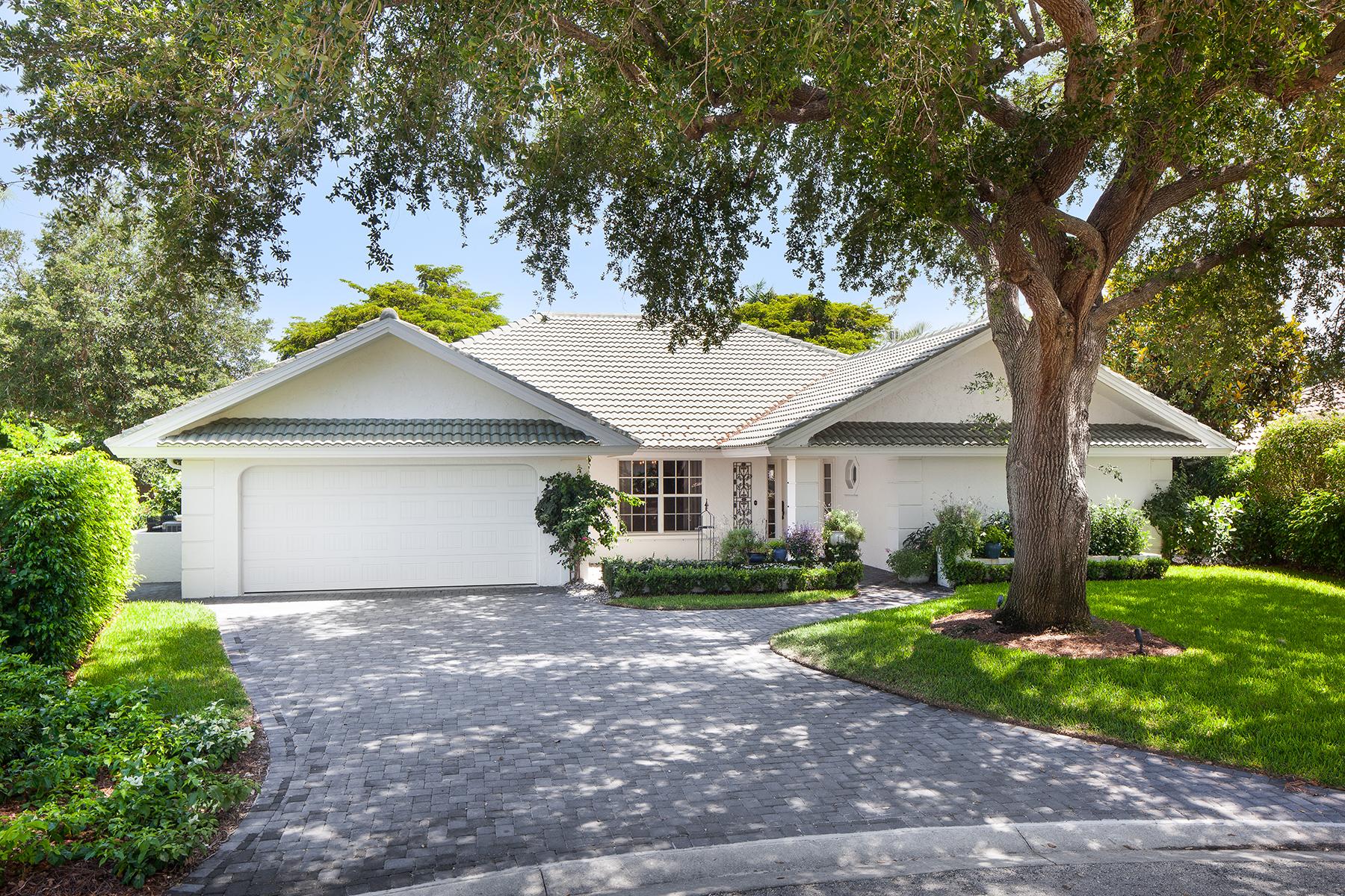 Частный односемейный дом для того Продажа на 816 Bentwood Dr , Naples, FL 34108 816 Bentwood Dr Naples, Флорида 34108 Соединенные Штаты