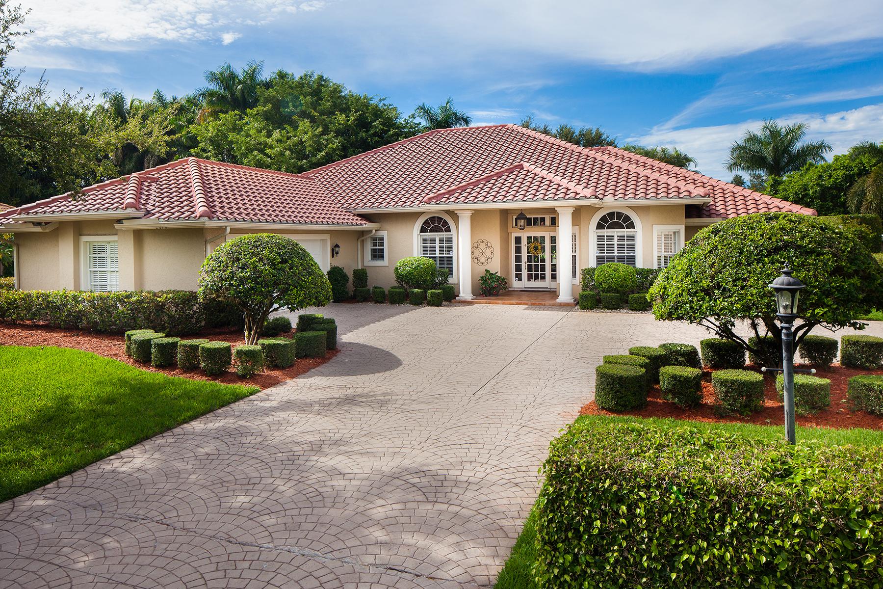 Maison unifamiliale pour l Vente à MONTEREY 2070 Mission Dr Naples, Florida 34109 États-Unis