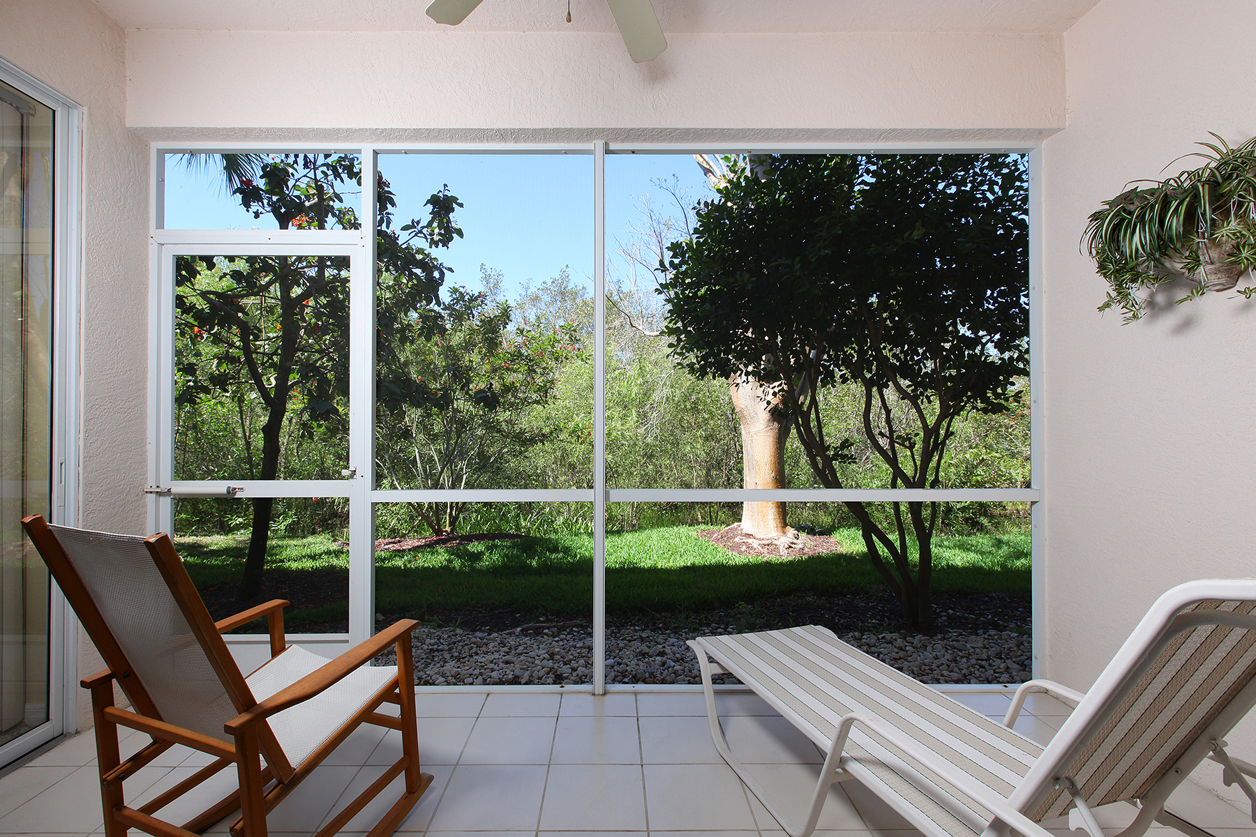 Condomínio para Venda às FIDDLER'S CREEK - WHISPER TRACE 8305 Whisper Trace Way 102 Naples, Florida, 34114 Estados Unidos