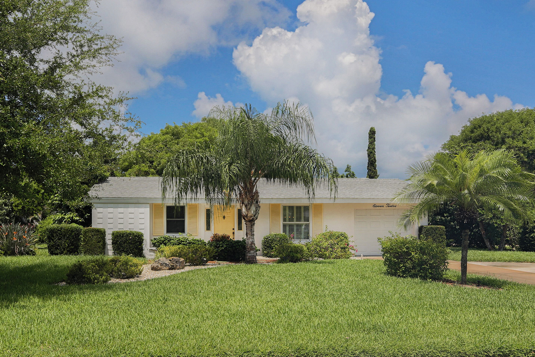 Single Family Home for Sale at VENICE ISLAND 1112 SE Riviera St Venice, Florida 34285 United States
