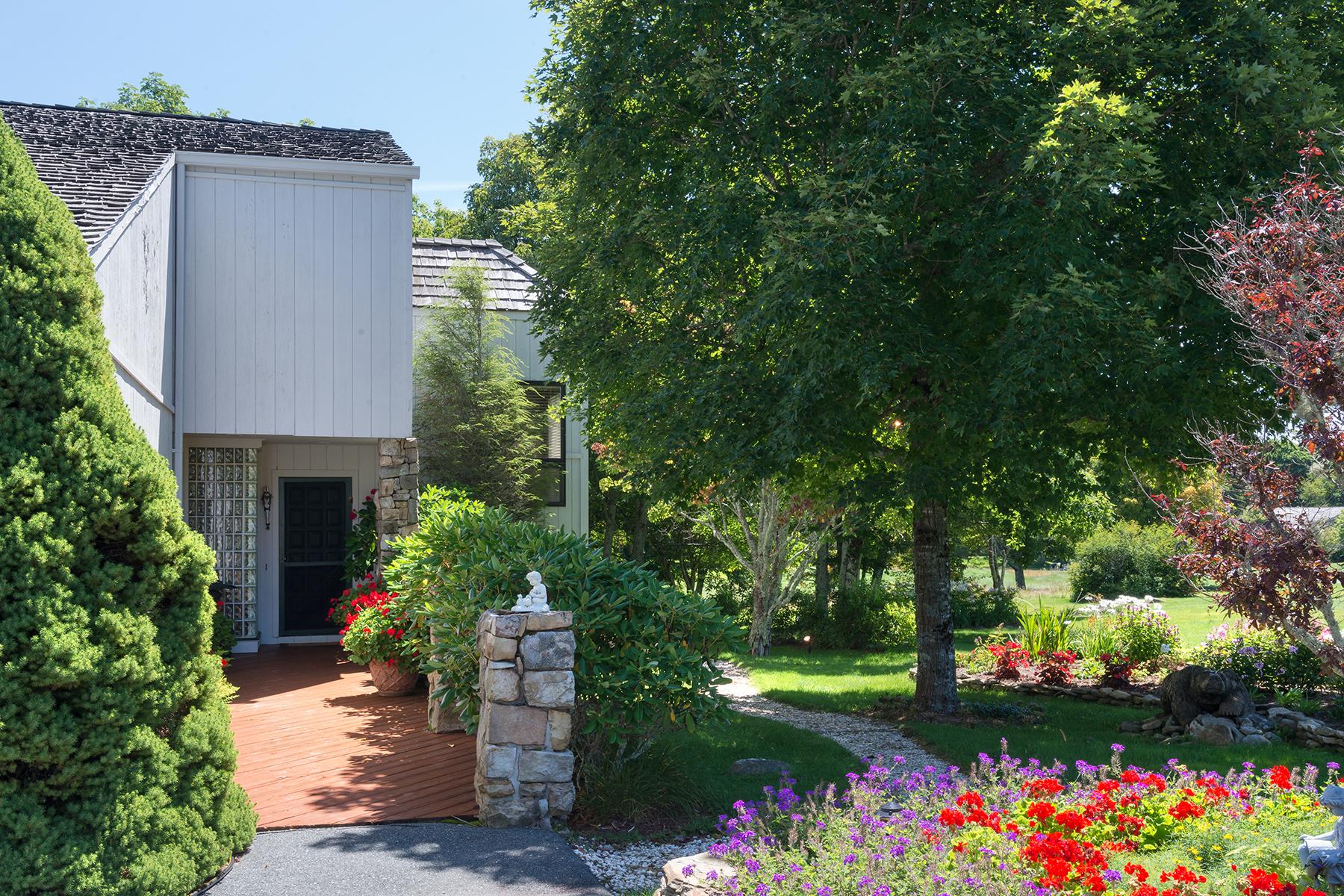 Casa Unifamiliar por un Venta en LINVILLE - LINVILLE RIDGE 202 Crest Lane Linville, Carolina Del Norte, 28646 Estados Unidos
