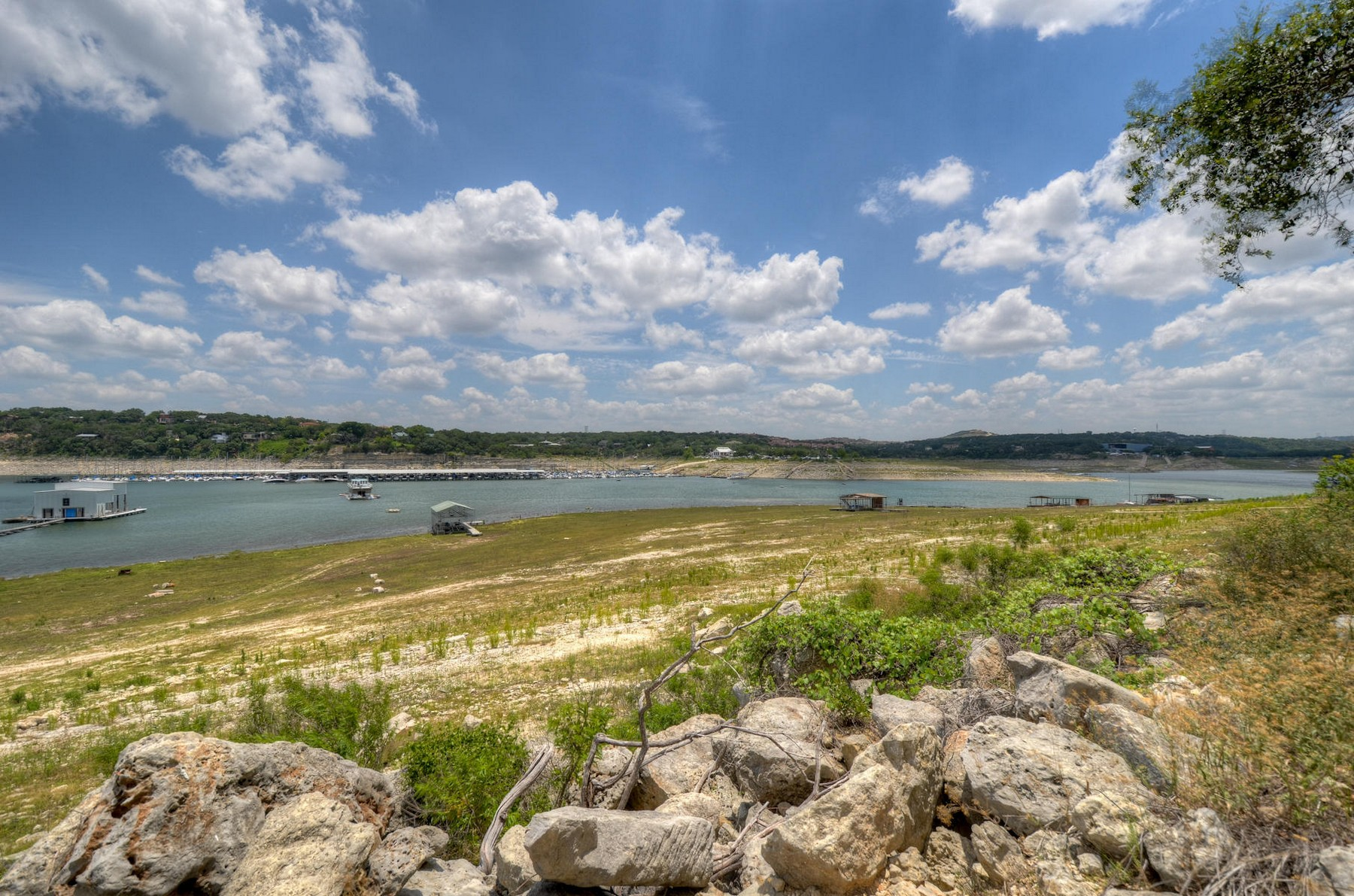 Additional photo for property listing at Rare Lake Travis Waterfront Lot 1303 Oak Hurst Rd Austin, Texas 78734 Estados Unidos