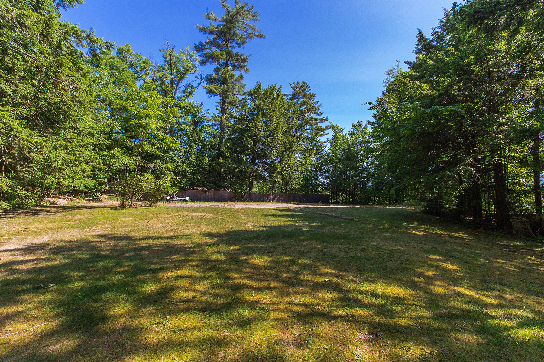 Additional photo for property listing at UNIQUE BUILDING LOT W COTTAGE &  DEEDED LAKEFRONT 5088  Lakeshore Dr Bolton Landing, Нью-Йорк 12814 Соединенные Штаты