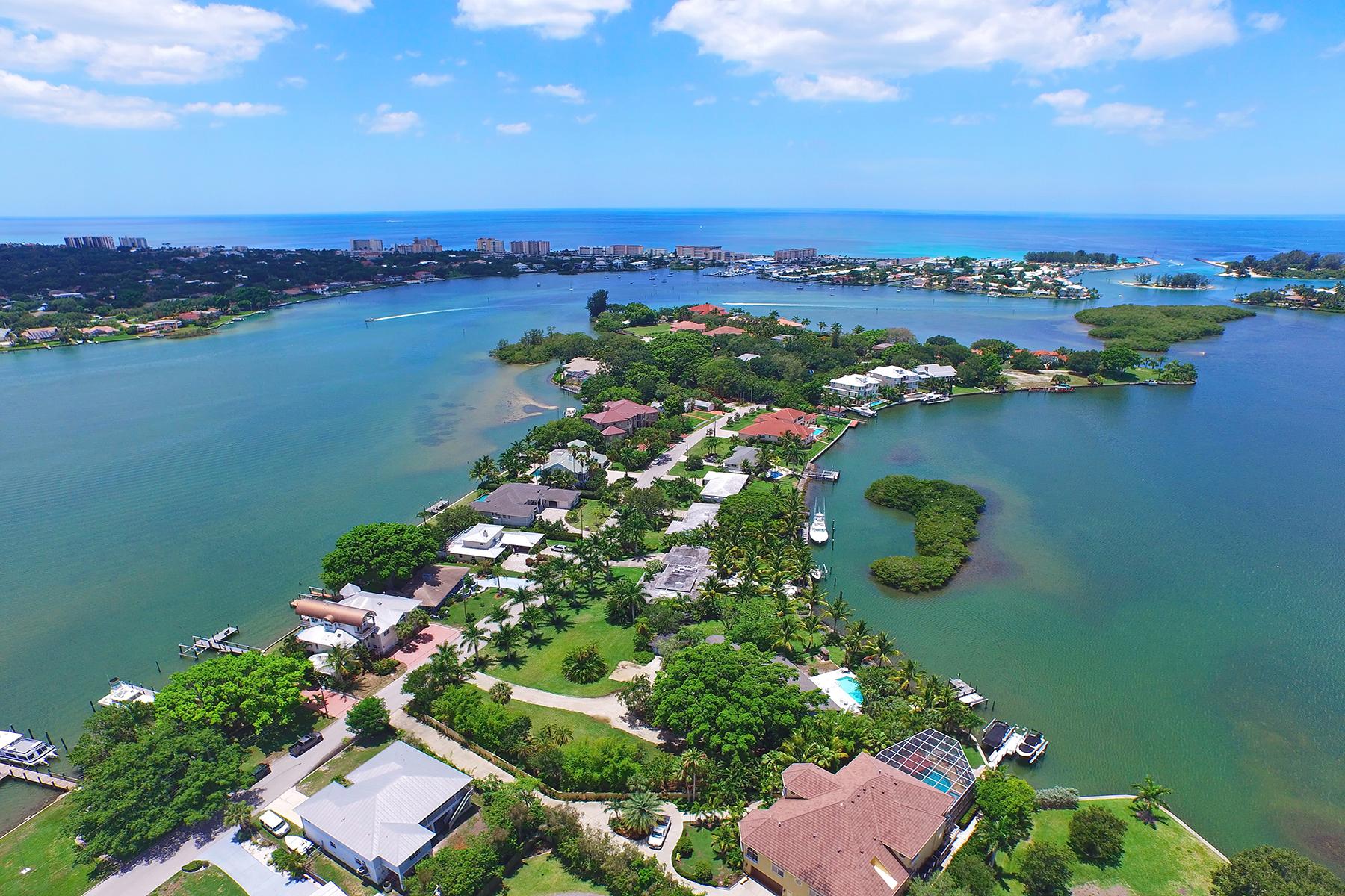 独户住宅 为 销售 在 ENCHANTED ISLES 330 Sunrise Dr, Nokomis, 佛罗里达州 34275 美国