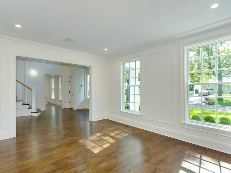 Single Family Home for Sale at Colonial 299 Crabapple Rd Manhasset, New York 11030 United States