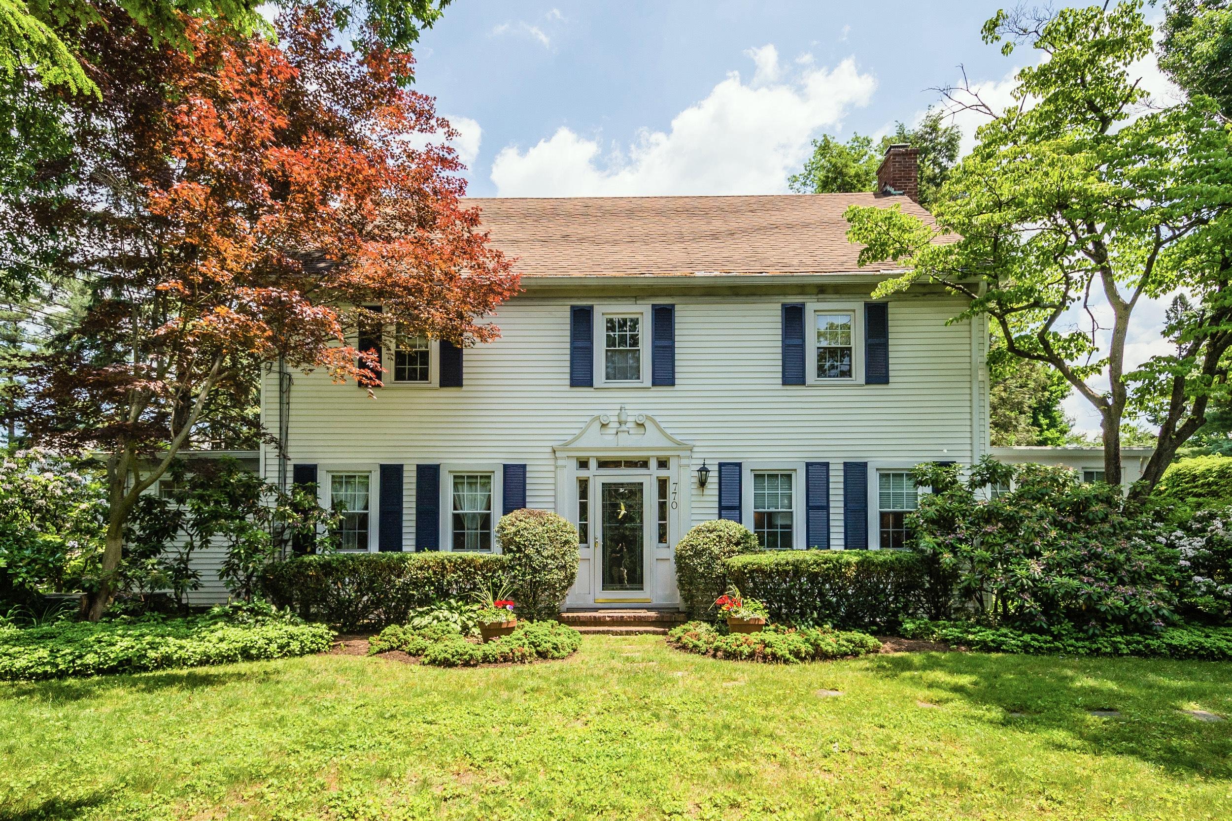 独户住宅 为 销售 在 Colonial 770 Glen Cove Ave Ave 格伦黑德, 纽约州 11545 美国
