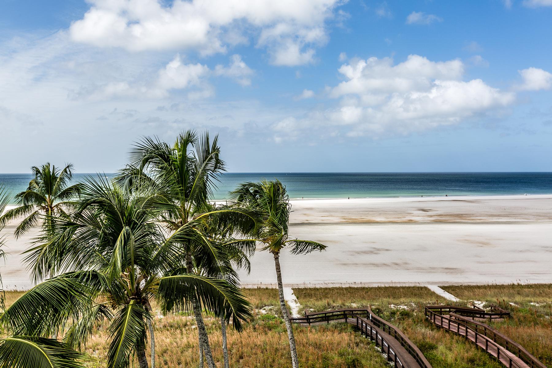 Kat Mülkiyeti için Satış at MARCO ISLAND - EMERALD BEACH 500 Saturn Ct 65 Marco Island, Florida, 34145 Amerika Birleşik Devletleri