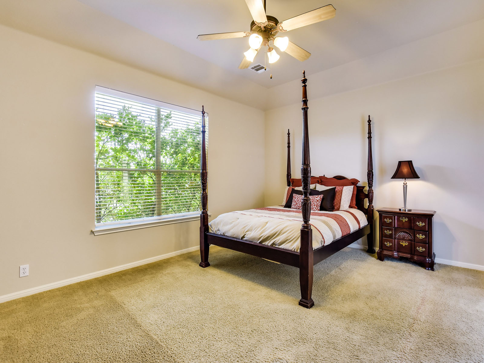 Additional photo for property listing at Fabulous Home Overlooking Greenbelt 400 Harris Dr Austin, Texas 78737 Estados Unidos