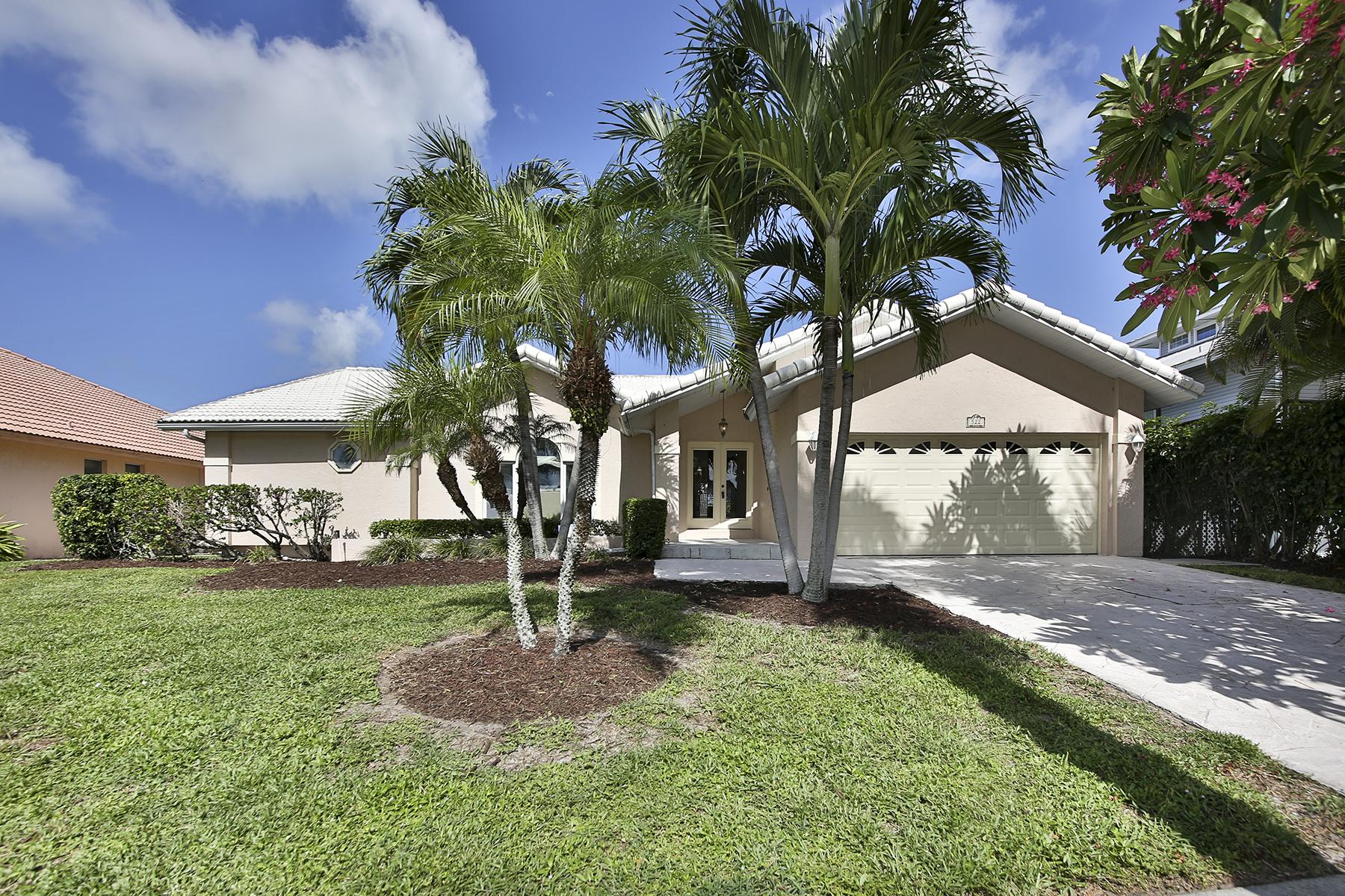 Частный односемейный дом для того Продажа на MARCO ISLAND - BRADFORD COURT 522 Bradford Ct Marco Island, Флорида, 34145 Соединенные Штаты