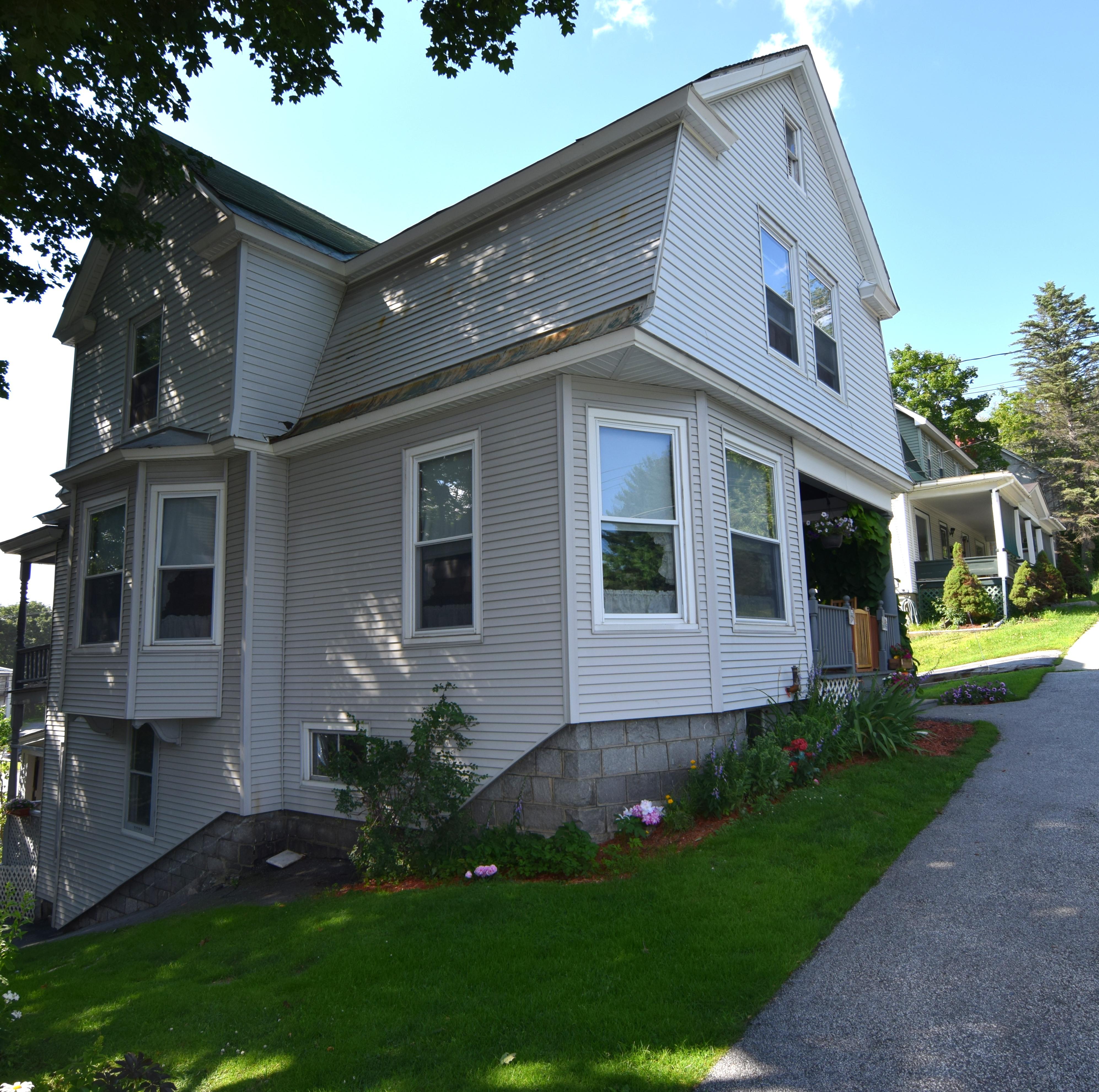 Maison unifamiliale pour l Vente à 18 Sheridan Street, Barre City Barre, Vermont 05641 États-Unis