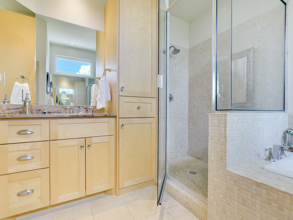 Additional photo for property listing at One of Kind Home in the Heart of Bouldin Creek 1513 S 3rd St 3 Austin, Texas 78704 Estados Unidos