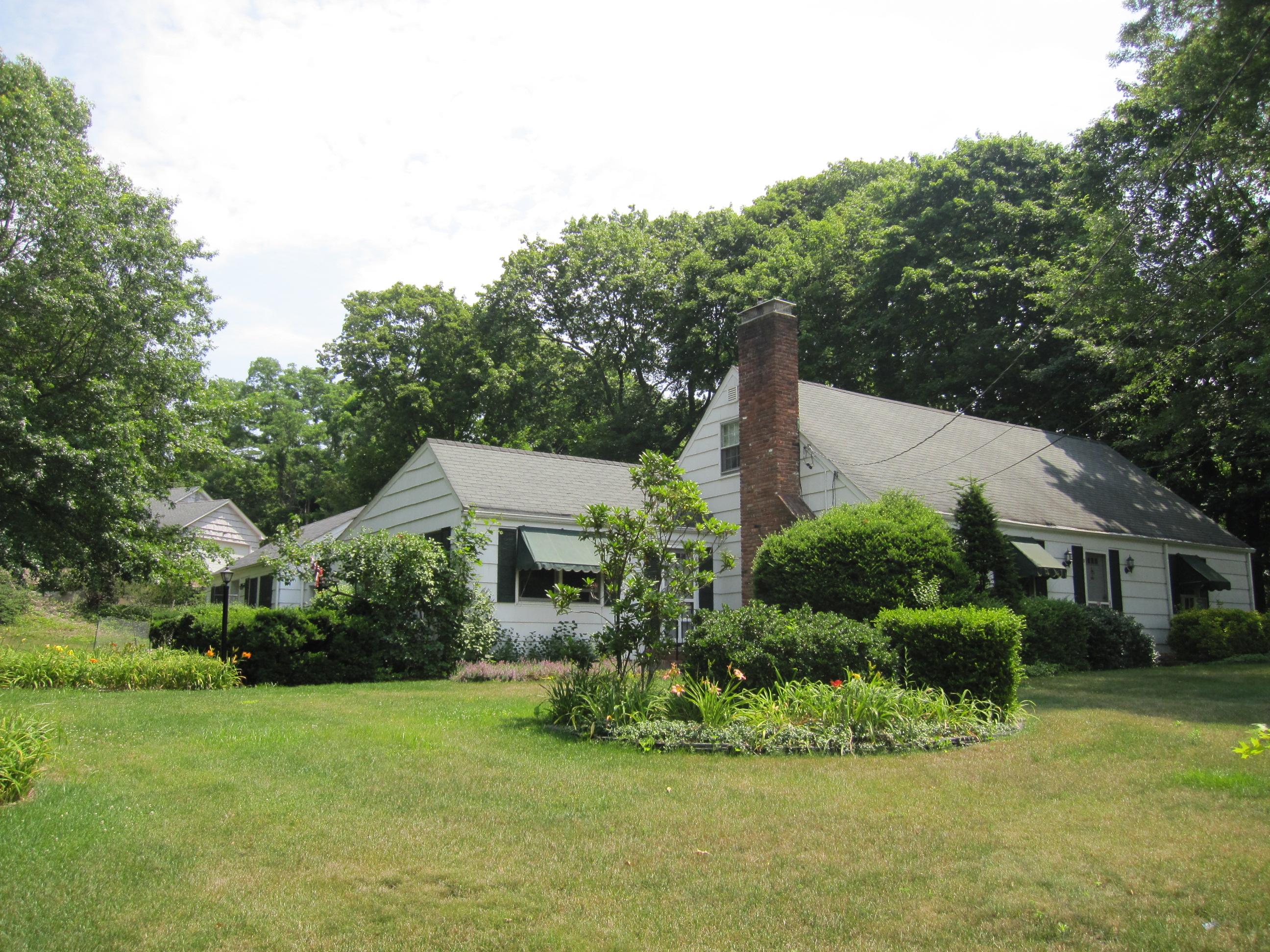 Villa per Vendita alle ore Great Location for Home Office 45 Main St Stony Brook, New York, 11790 Stati Uniti