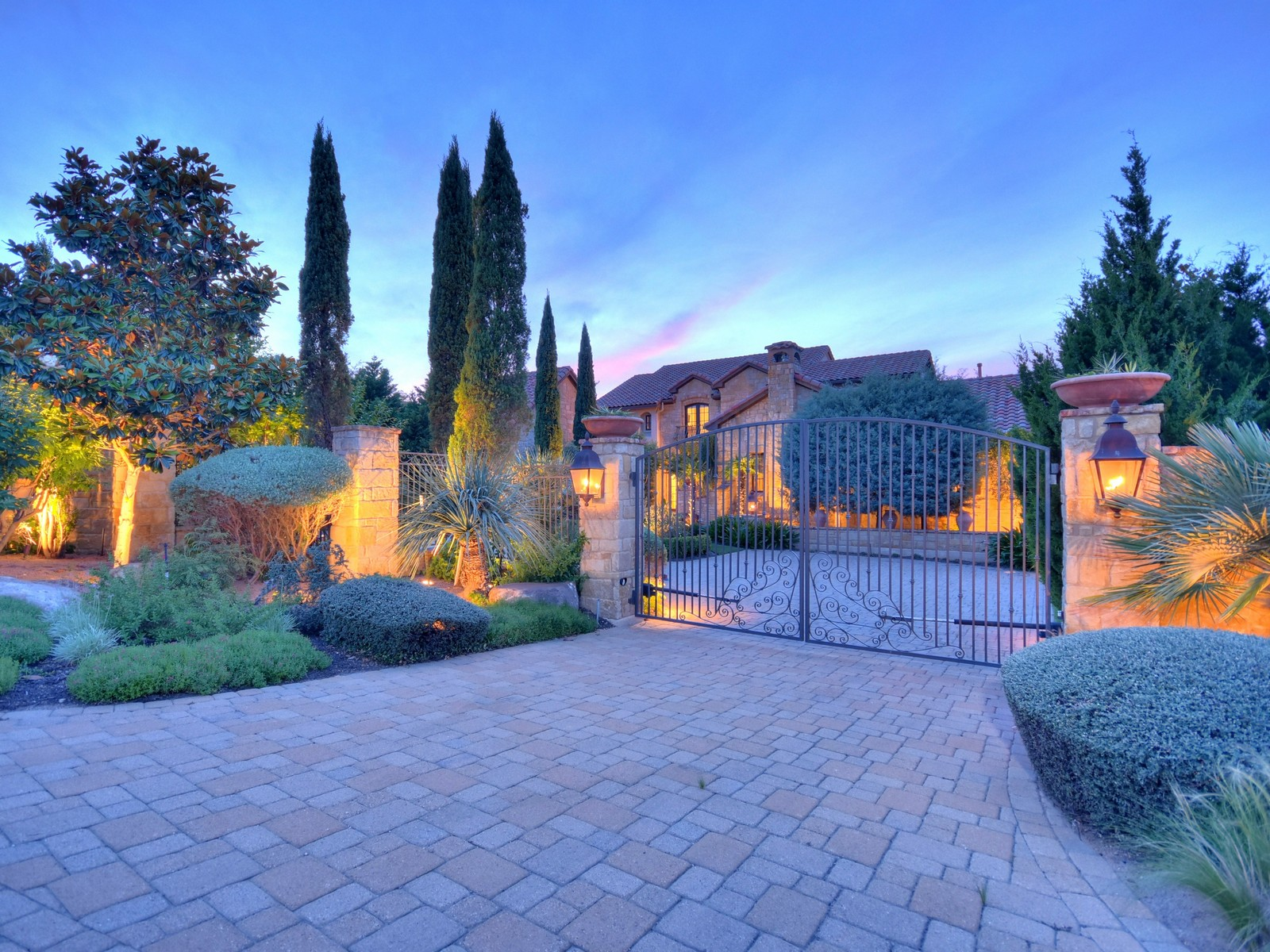 Additional photo for property listing at Gated Italian Villa 216 Brandon Way Austin, Texas 78733 Estados Unidos