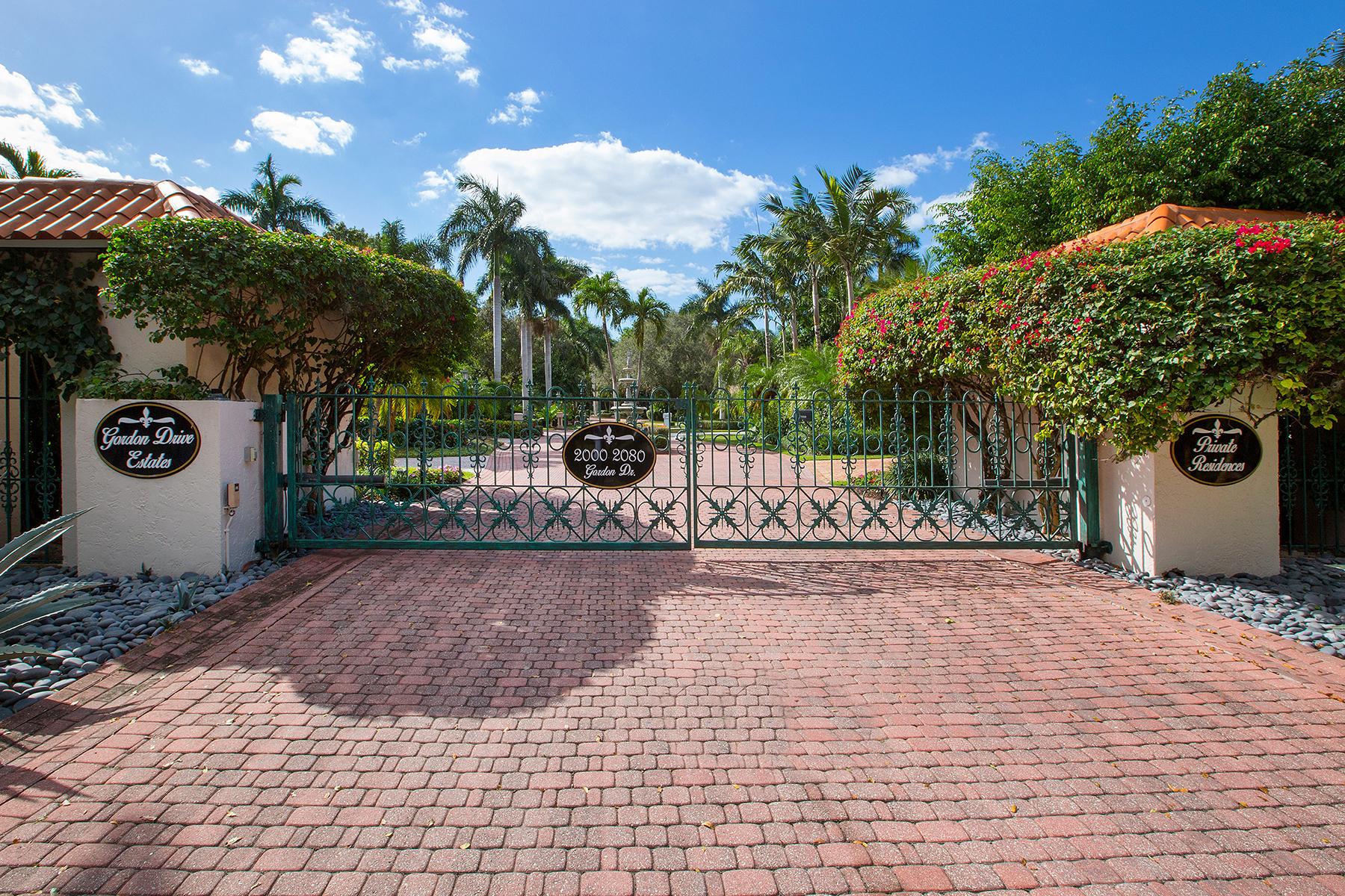 独户住宅 为 销售 在 PORT ROYAL - GORDON DRIVE ESTATES 2030 Gordon Dr 那不勒斯, 佛罗里达州, 34102 美国
