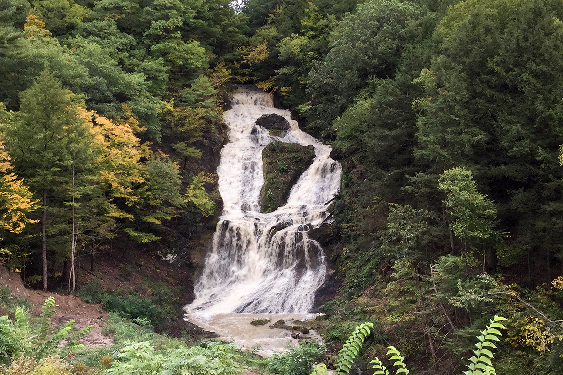 Additional photo for property listing at Amazing Building Lot with 180 Foot Waterfall 00  River Rd East Greenbush, 纽约州 12061 美国