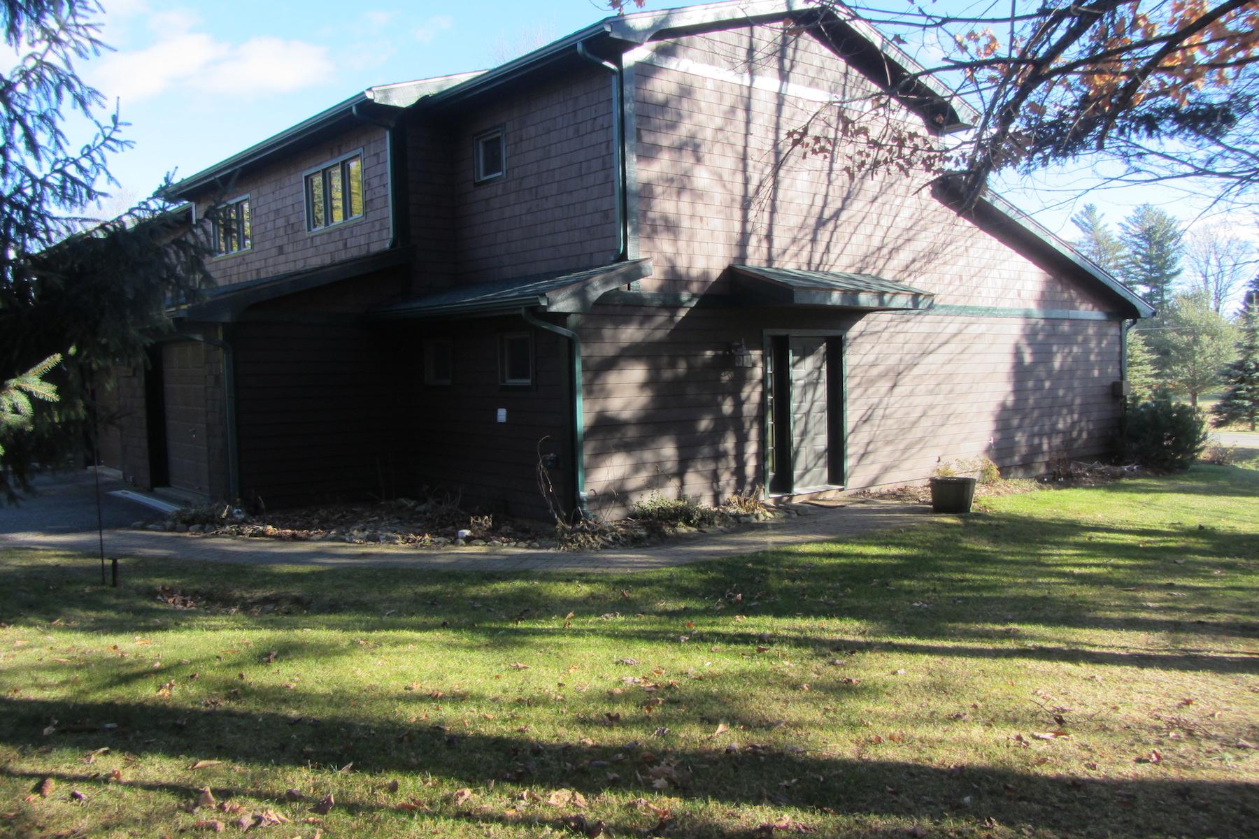 타운하우스 용 매매 에 Sandbrook Townhome 10 Hemlock Way Lake Placid, 뉴욕, 12946 미국