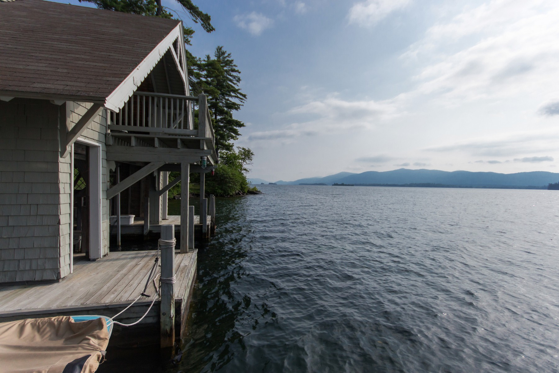 Additional photo for property listing at Lake George Waterfront Rental 30  Ahnohwarah Rd. 乔治湖, 纽约州 12845 美国