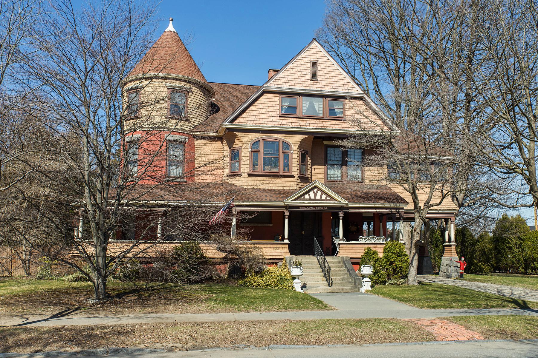 一戸建て のために 売買 アット Exquisite Saratoga Trackside Victorian 203 Union Av Saratoga Springs, ニューヨーク, 12866 アメリカ合衆国