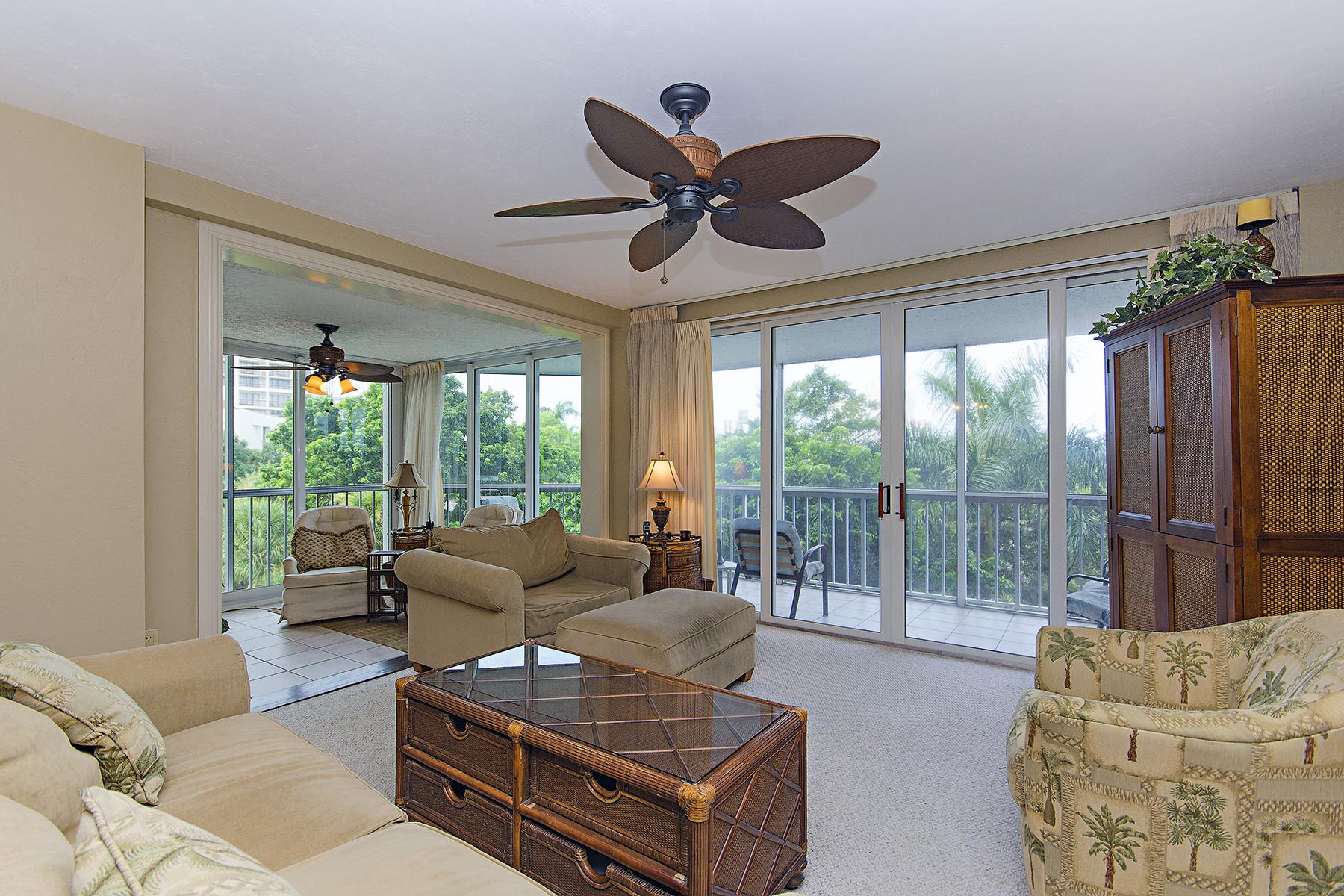 Kat Mülkiyeti için Satış at PELICAN BAY - ST. TROPEZ 5501 Heron Point Dr 202 Naples, Florida 34108 Amerika Birleşik Devletleri