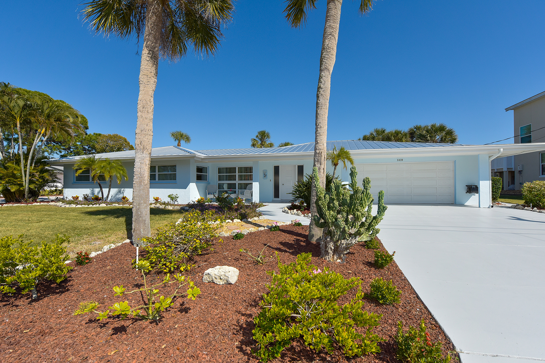 Single Family Home for Sale at SIESTA ISLES 5439 Azure Way Sarasota, Florida, 34242 United States