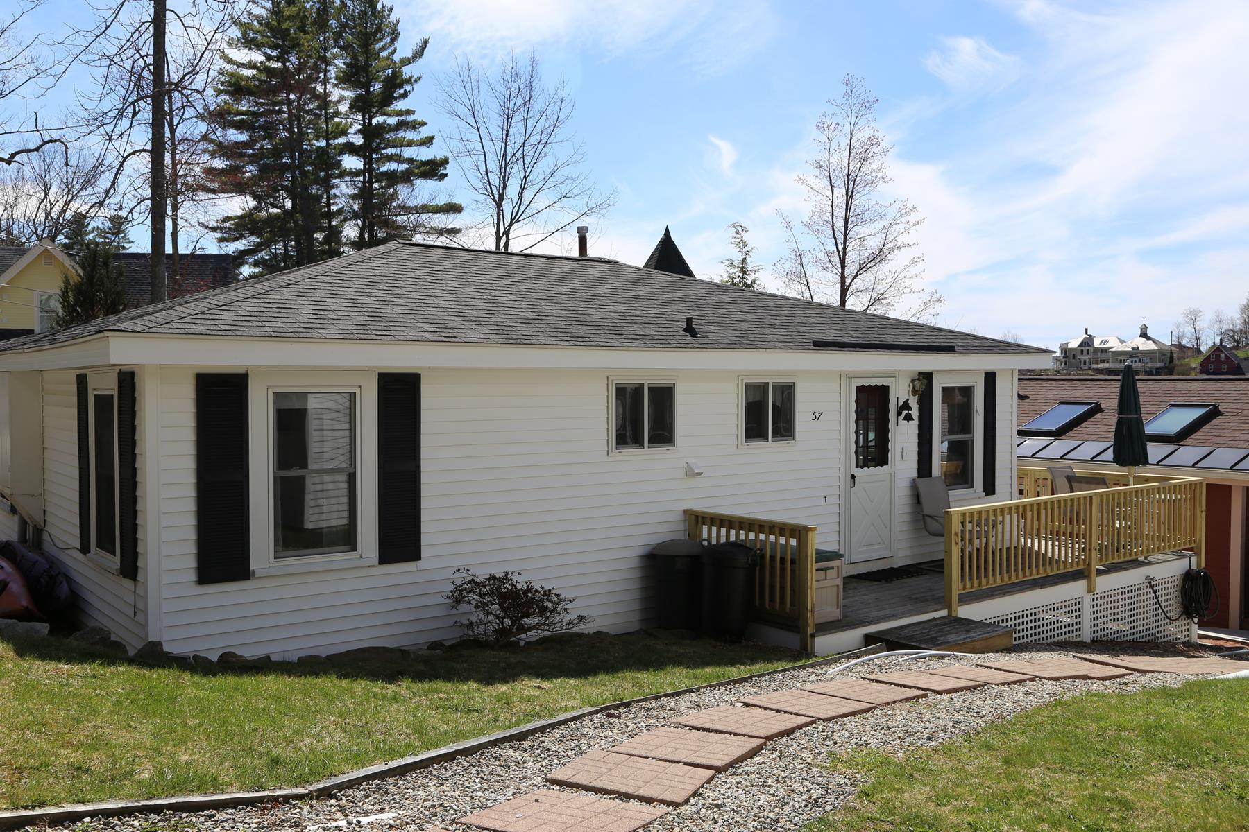 Villa per Vendita alle ore 57 Lake Ave, Sunapee Sunapee, New Hampshire, 03782 Stati Uniti