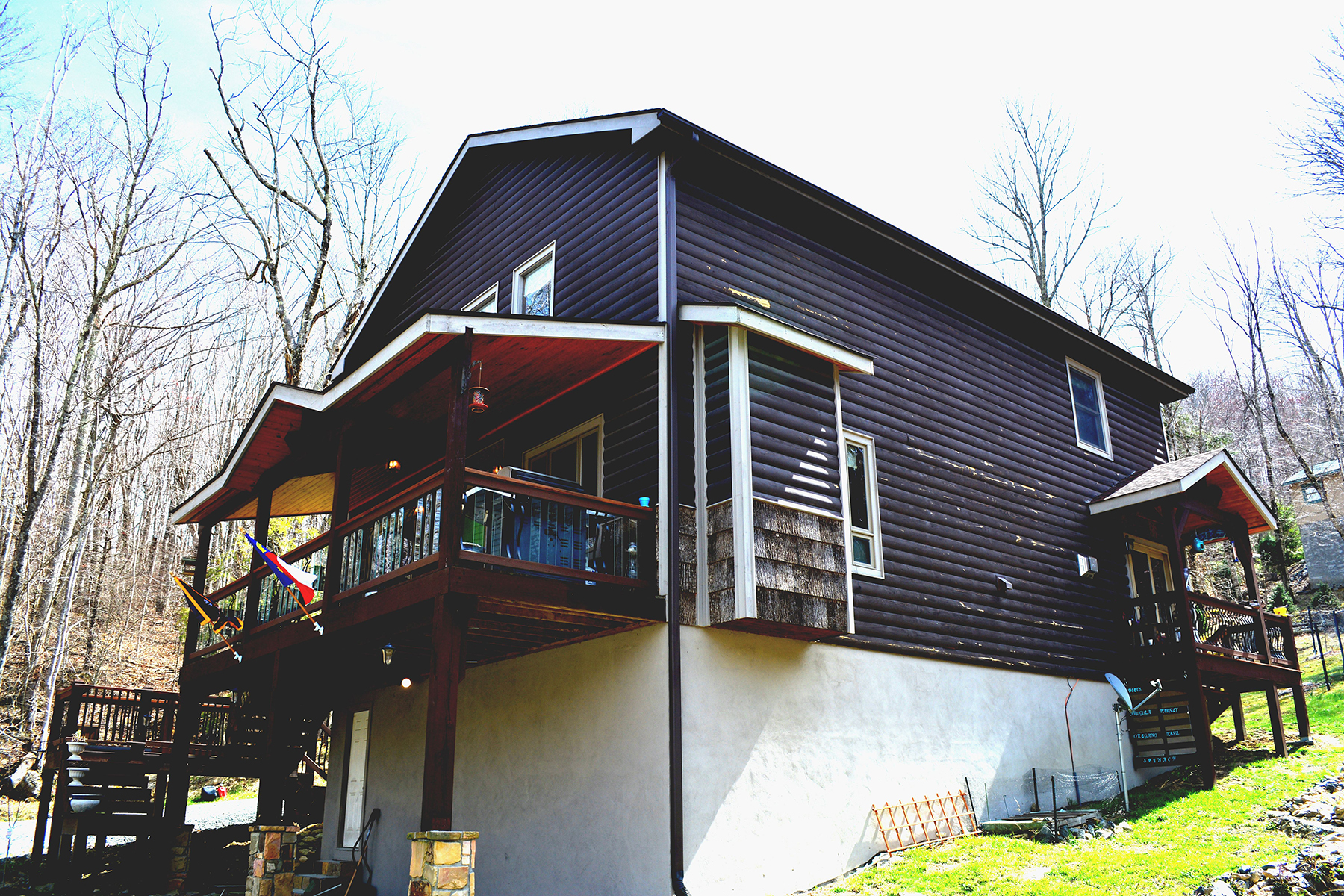 Single Family Home for Sale at BEECH MOUNTAIN 124 Greenbriar Road Beech Mountain, North Carolina, 28604 United States