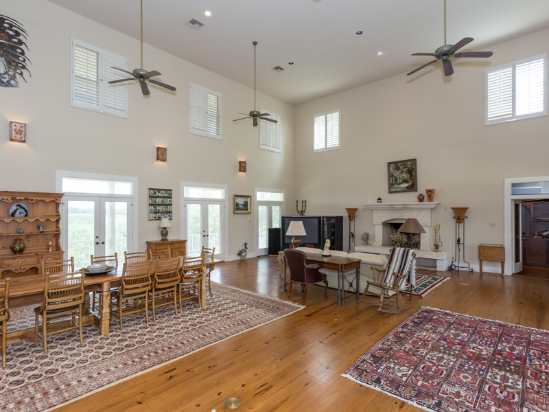 Additional photo for property listing at Stunning Ranch in Comfort 261 Madrone Ridge Comfort, Texas 78013 Estados Unidos