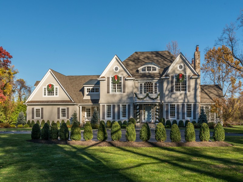 sales property at Colonial